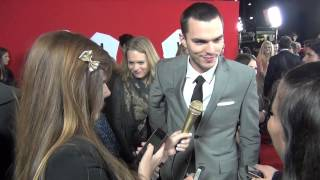 Тёпло наших тел,  Nicholas Hoult at the Warm Bodies Premiere - That's Normal
