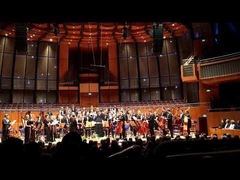 """HHU - Uniorchester singt! Ungewöhnliche Zugabe: """"Abendsegen"""" in der Tonhalle, 2018"""