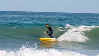 Empiezan a entrar olas en las playas de Valencia: saca tu neopreno del armario!
