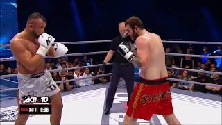 Нокаут ударом колена в прыжке Knockout knee-jumping Одессит отправил немца в нокаут
