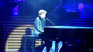 Barry Manilow singing Weekend In New England at Leeds First Direct Arena