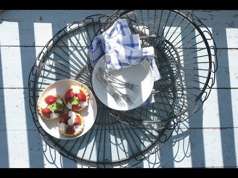 Kaffee und Kuchen dekorativ inzenieren - Dekoidee Küche Tablett Metall | VARIA LIVING