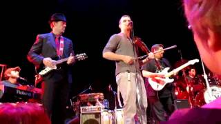 Band from TV with Hugh Laurie - John O'reilly