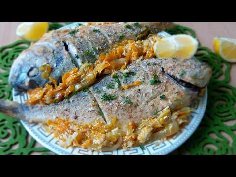 Fish in sour cream sauce Рыба, запеченая на овощной подушке, в сметане