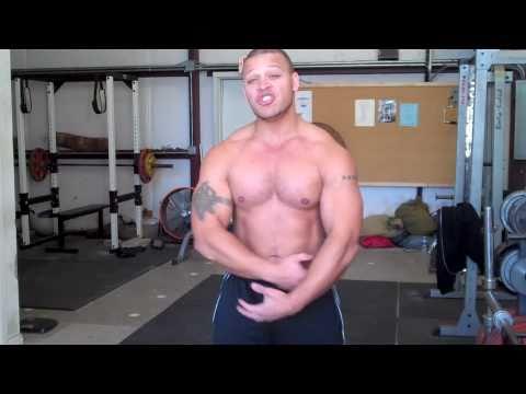 Jak zbudować mięśnie klatki piersiowej na poziomym pasku i poręczach programu