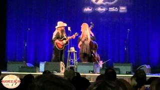 """Chris Stapleton sings """"Daddy Doesn't Pray Anymore"""" live at the Ryman Auditorium"""