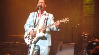 Notice the ring - Chris Isaak, Eindhoven 2012