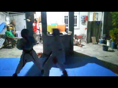 Latihan malam kumite usia dini