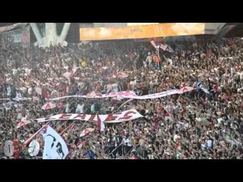"""""Miren al Pincha como se mueve"" + ""a vos que sos hincha del Lobo""  / EDLP 3 - CA"" Barra: Los Leales • Club: Estudiantes de La Plata"