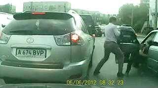Драка на дороге в Алматы| Беспредел Драка махач смешно ДТП