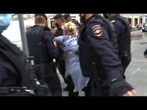 Συλλήψεις σε διαδηλώσεις στη Μόσχα λόγω μέτρων της Covid-19   …
