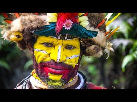 Tribu de papouasie rencontre l'homme blanc pour la 1ère fois
