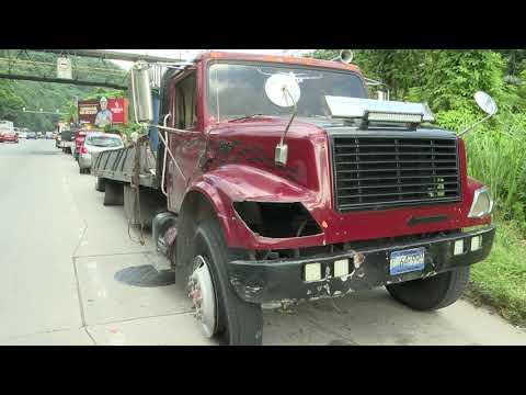 Varios lesionados dejan accidente luego que camión perdiera eje trasero en carretera Los Chorros