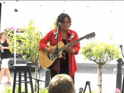 Acoustic Guitar Competition: Karen Soo Hoo