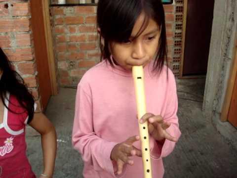 , title : 'La chica de los numeros tocando flauta dulce'