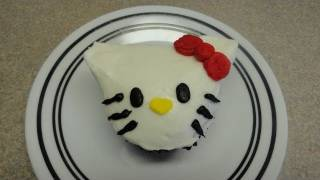 Decorating Cupcakes #48: Hello Kitty