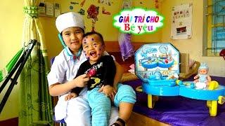 ĐỒ CHƠI BÁC SỸ BÉ HUYỀN KHÁM BỆNH EM TRAI Huyen review Toys doctor examine baby Giai tri cho Be yeu