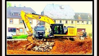 preview picture of video 'Ein großer gelber Bagger auf einer Baustelle !!!  Video in 4K UltraHD mit Samsung Galaxy S5 Part#01'
