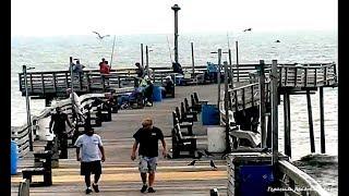 В США бушевал ураган Френсис а аборигены азартно ловили рыбу в океане NC USA