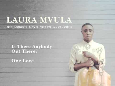Laura Mvula - Is There Anybody Out There? / One Love (Tokyo 2013)
