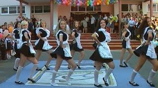 1 сентября 2014 танцуют младшие и выпускники