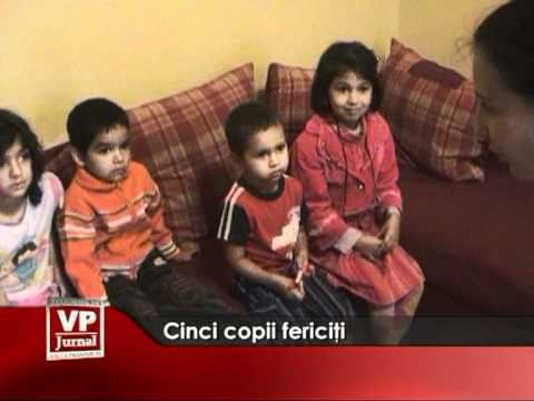 Cinci copii fericiţi