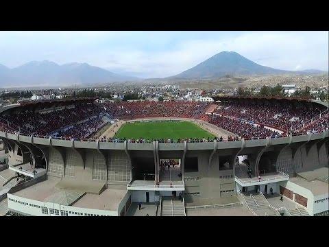 """FBC Melgar vs Atletico Mineiro - Recibimiento rojinegro - Copa Libertadores 2016"" Barra: León del Svr • Club: Melgar"