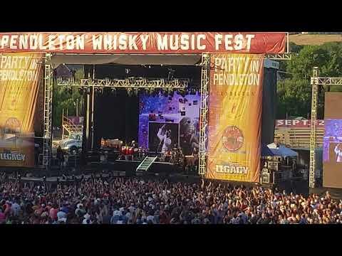 Pendleton Whiskey Fest 2018  Pitbull & Blake Shelton