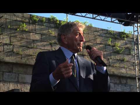 Tony Bennett - I Wanna Be Around - 8/10/2002 - Newport Jazz Festival (Official)