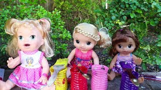 Baby Alive Sara Paints a House with Babies Emma and Kate ! Toys and Dolls Fun Baby Doll Play - Video Youtube