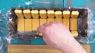 Выкладываем форму бисквитным печеньем, осталось только добавить начинку.