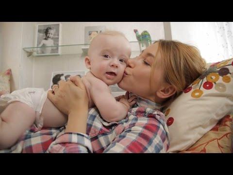 5 ПРОСТЫХ СОВЕТОВ Как помочь малышу избавиться от коликов | Family is...