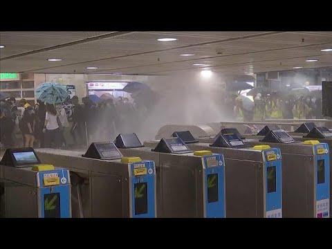 Σοβαρά επεισόδια στο Χονγκ Κονγκ – Με μάσκες στο μετρό