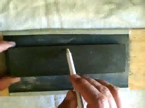Lapeado de una piedra para afilar navajas barberas