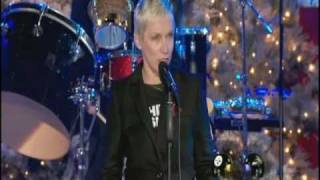 Annie Lennox GOD REST YE MERRY GENTLEMEN (live)