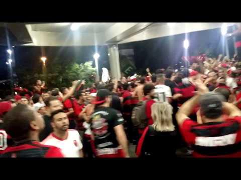 """""""Mengo, minha loucura, um vicio, que não tem cura   Tnc tricolor - Descida Fla1x0 Gremio"""" Barra: Nação 12 • Club: Flamengo"""