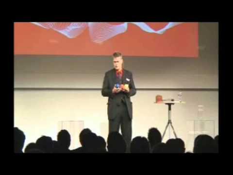 """Hier ein Video-Live-Mitschnitt von der CeBIT: Eine Business-Jonglage von Jonglator Stephan Ehlers mit 3 und 4 Bällen zum Thema """"Mittelstand"""", """"IT"""" und """"Innovation"""" zur Eröffnung der Preisverleihung des Innovationspreises der Initiative Mittelstand im NORD LB-Forum. 600 Teilnehmer."""