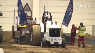 preview picture of video 'Super Stock @ Riesa Tractor Pulling 2014 Germany'