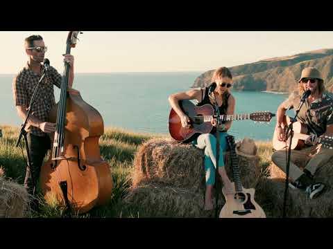 Caroline Jones & The Trenwiths - Wildfire