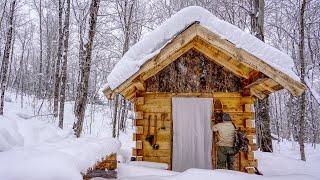 Wicked Winter Snowstorm at the Off Grid Log Workshop, jazda na łyżwach po cienkim lodzie, instalacja komina