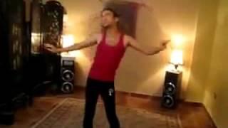 شاب يرقص رقص شرقي _وين الرجولة