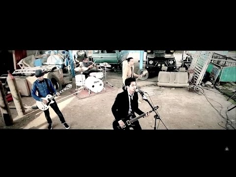 Rocket Rockers - Jangan Dulu Tenggelam (Official Music Video)