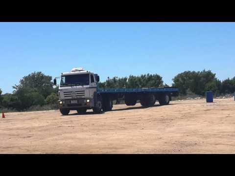 Y asi se atraca un camión con semirremolque