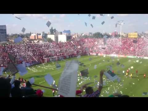 """""""San Martín de Tucumán 2 - Guaraní Antonio Franco 1 - Recibimiento con miles de banderitas"""" Barra: La Banda del Camion • Club: San Martín de Tucumán"""