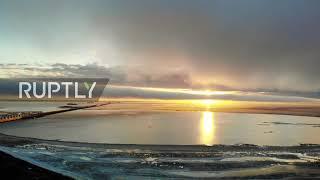 """Dron rejestruje hipnotyzującą """"chmurę rurową"""" nad Zatoką Fińską"""