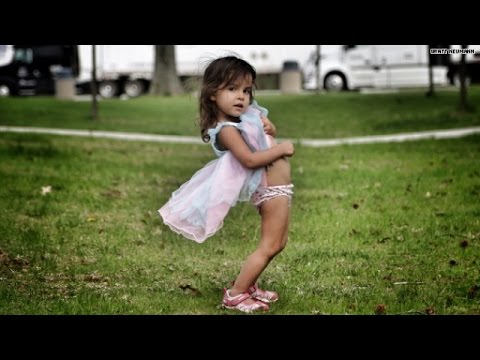 Naked 2-year-old shuts down Dad's instagram