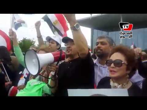 «هشام عباس» يهتف بالألمانية تأيداً للسيسي