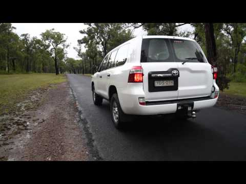 2016 Toyota LandCruiser GX (V8 diesel) 0-100km/h & engine sound