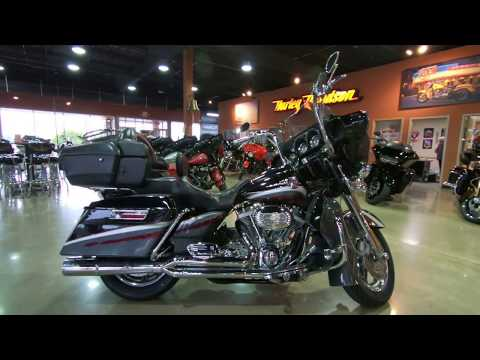 2006 Harley-Davidson CVO Ultra Classic Electra Glide FLHTCUSE