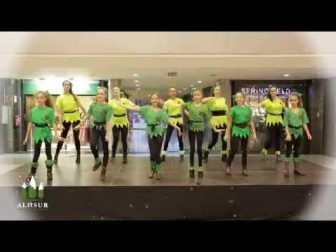 feliz navidad youtube flash mob